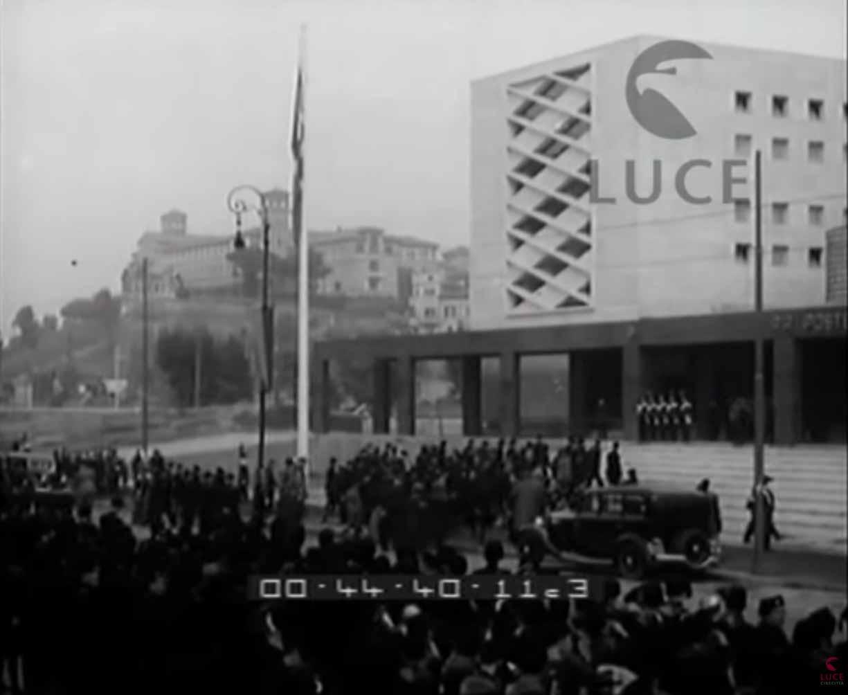 Roma, 30 ottobre 1935<br>Mussolini visita il nuovo palazzo postale di via Marmorata